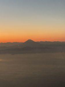 (昨年最後の出張で捉えた富士山です)